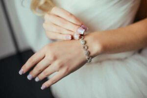 Bransoletka na kostkę - przykuj uwagę biżuterią!